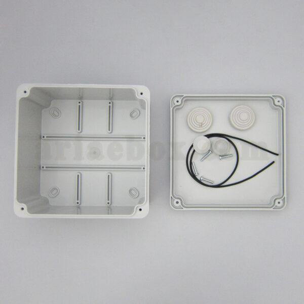 نمای داخلی جعبه تقسیم ضدآب الکترونیکی AGT 15-15